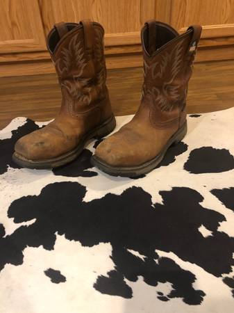 Photo Mens Ariat boots - $100 (Melrose)
