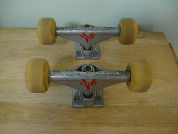 Photo Pair of Venture 7 12quot Skateboard Trucks with Wheels - $10 (Alachuahigh springs)