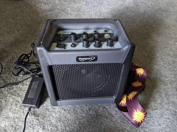 Photo Portable Fender Mini-passport practice Amp  microphone - $150 (Alachua)