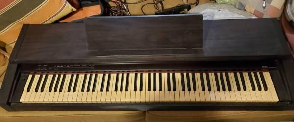 Photo ROLAND DIGITAL PIANO - $130 (GAINESVILLE NW)