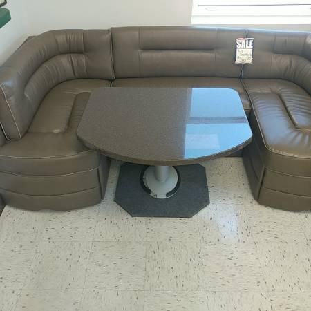 Photo RV U Shaped DinetteSleeper  L Sofa - $600 (Crystal River)