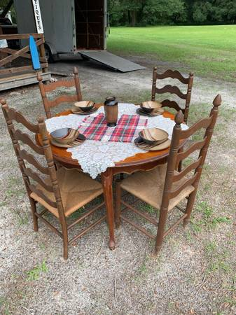 Photo Round table with ladder back chairs - $100 (Fort White)