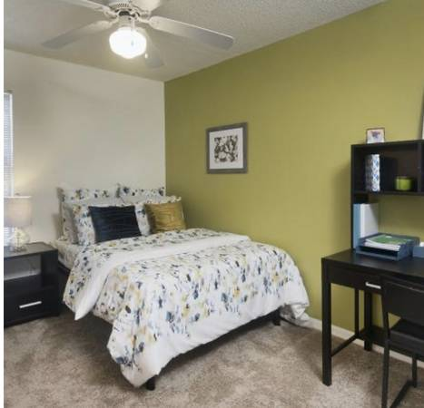 Photo Student Living - Private Room Rental (The Crossings at Santa Fe)
