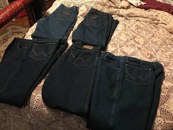 Photo Wrangler jeans 38-30 5 pair - $75 (Ocala)