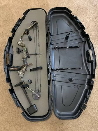 Photo Youth Bow - $150 (Gainesville)