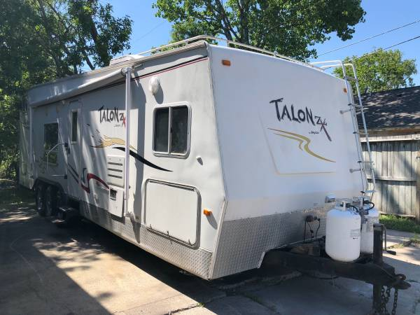 Photo 2006 talon zx by jayco t32d 32ft Toy Hauler - $11,500 (La Marque Tx)