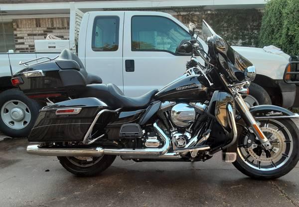 Photo 2014 Harley Ultra Limited FLHTK 11K original miles. - $13,000 (NW Houston)