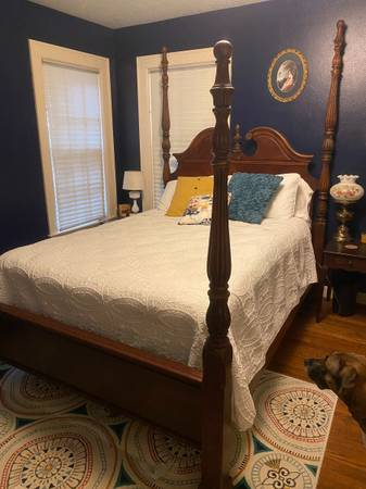 Photo Beautiful wood 4 poster antique style queen bed - $350 (Galveston)