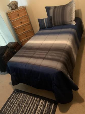 Photo Brand New Twin Bed - $200 (La Marque)