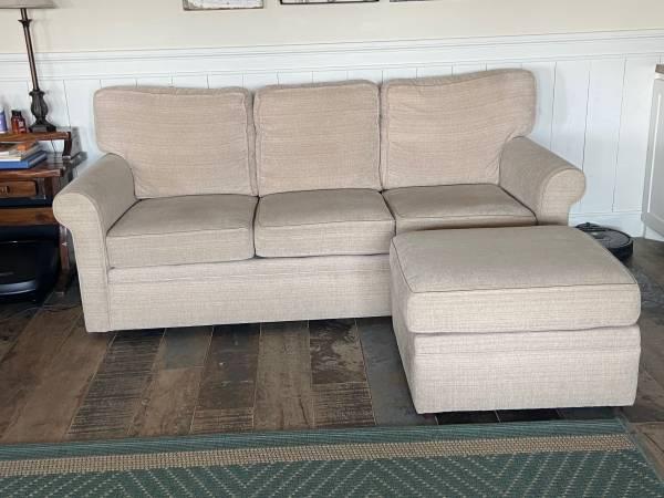 Photo Couch  Ottoman - $300 (La Marque)