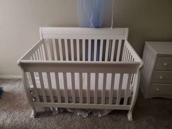 Photo Crib dresser and changing table - $300 (Galveston)