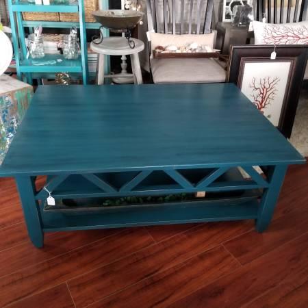 Photo Ethan Allen coffee table chalk painted - $265 (Crystal Beach)