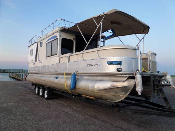 Photo Houseboat with 3 axle trailer, One of a kind.136HP IO. Must sell. - $29,995 (Texas City, Texas)