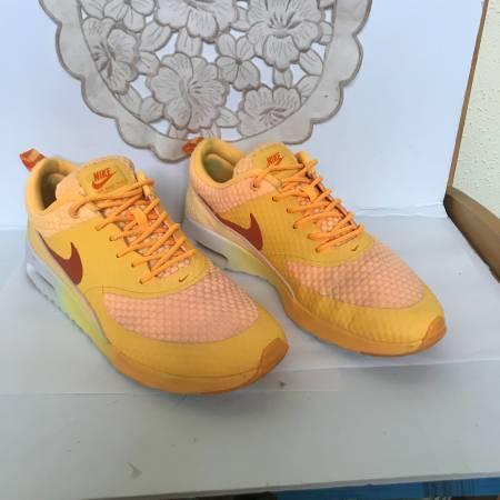Photo Nike Womens Air Max Thea Size 8.5 - $35 (West University)