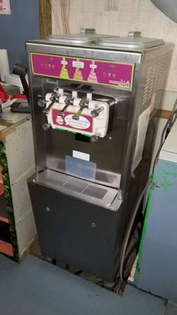 Photo Taylor 794 soft serve yogurt ice cream machine - $1500 (Galveston)