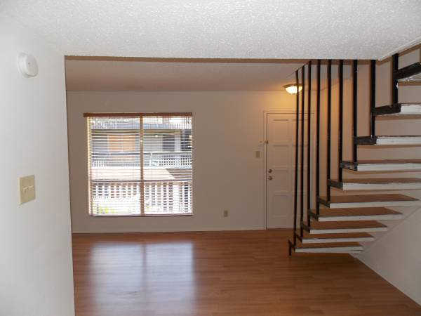 Photo Townhouse All Bills Paid. Washer  Dryer in Unit Pets OK (Galveston)
