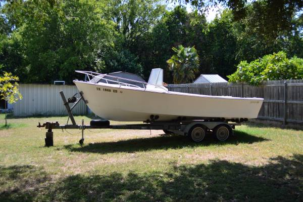 Photo VINTAGE boat with motor, trailer FOR SALVAGE RESTORE - $700 (WACO)