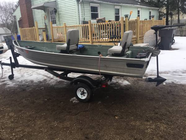 Photo 12 foot boat and trailer - $1,400 (Enfield ct)