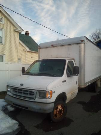 Photo 1999 ford E350 super duty moving truck - $650