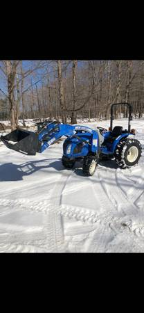 Photo 33 hp New Holland 4x4 Diesel tractor with bucket - $18900 (Lake George)