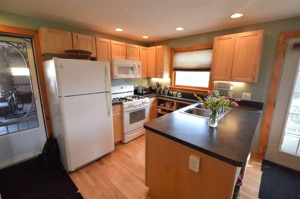 Photo Burlington guest house available 41-421 (New North End)