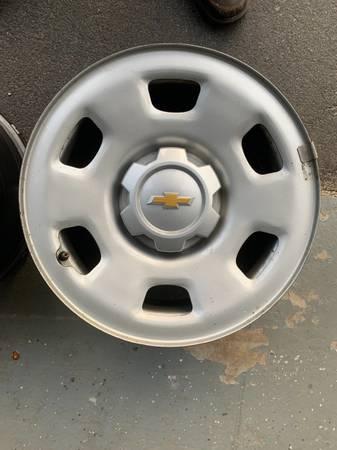 Photo Chevy Colorado Wheels - $100 (Queensbury)