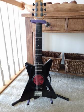 Photo Electric guitar youth size first act Discovery with stand - $50 (Greenfield center)