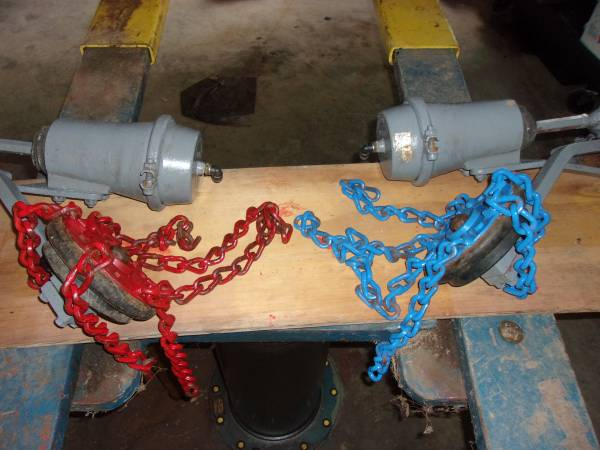 Photo Good take off ON SPOT automatic tire chains pair - $675 (Westfield)