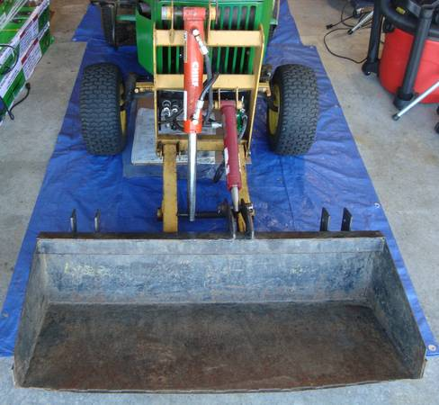 Photo John Deere 300 series mini bucket loader 318 322 332 316 330 FEL - $795 (Nassau, NY (Rensselaer County))