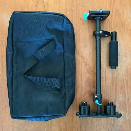 Photo NEEWER Aluminum Hand-held Camera Stabilizer w Travel Case - $20 (Burlington, ONE)