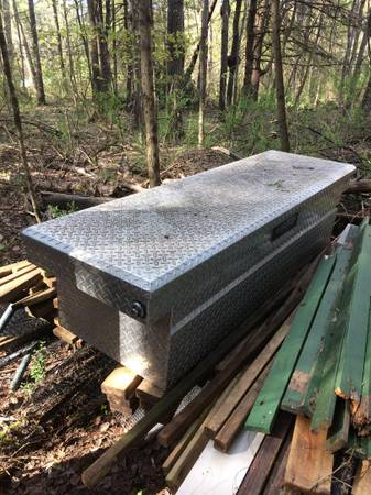 Photo Pick Up Truck Tool Box Aluminum Diamond Plate - $125 (GreenfieldMiddle Grove,NY)