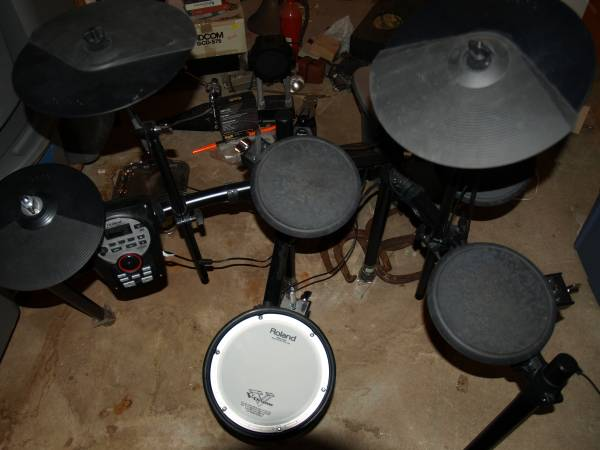Photo Roland TD-11 Electronic Drum Set - $500 (South glens falls)