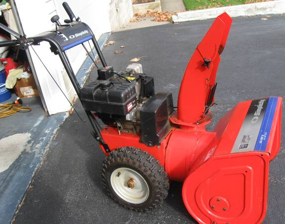Photo SIMPLICITY SNOW BLOWER LARGE FRAME 8HP 24quot - $525 (Lake George)