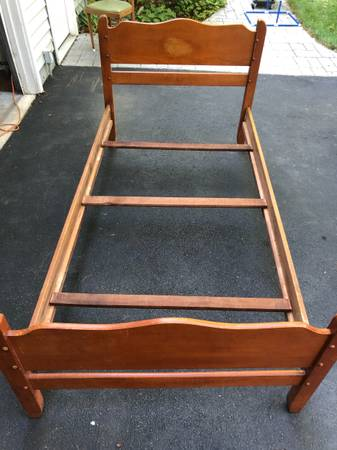 Photo Twin wood bed frame - $40 (BALLSTON SPA)