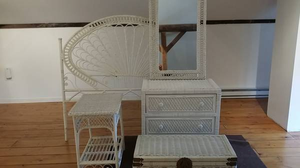 Photo WICKER BEDROOM SET - $425 (Argyle)