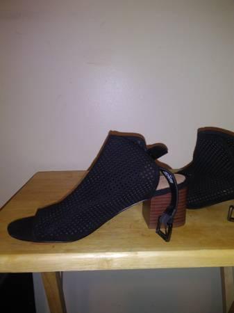Photo Woman dress shoes - $8 (Hudson Falls new York)