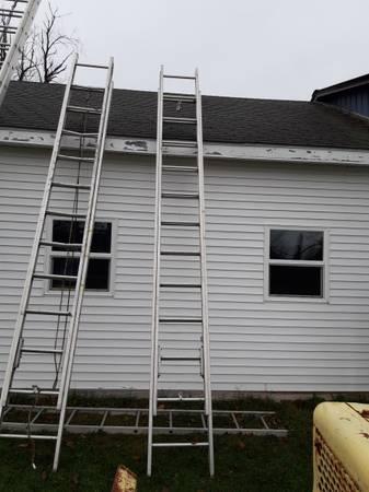 Photo extension ladder 24 foot - $125 (Salem NY)