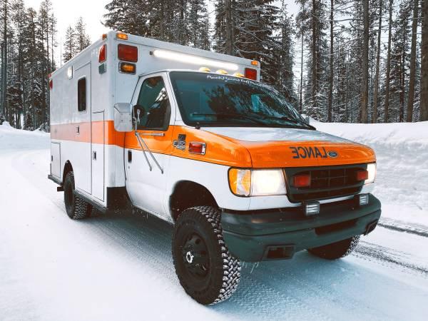 Photo 1997 4x4 Ford E-350 7.3 Ambulance Cer - Low Miles - $30000 (Auburn)