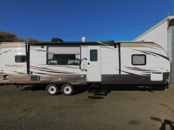 Photo 2017 FOREST RIVER WILDWOOD REAR KITCHEN TRAVEL TRAILER W SUPERSLIDE - $24,950 (GOLD COUNTRY RV)