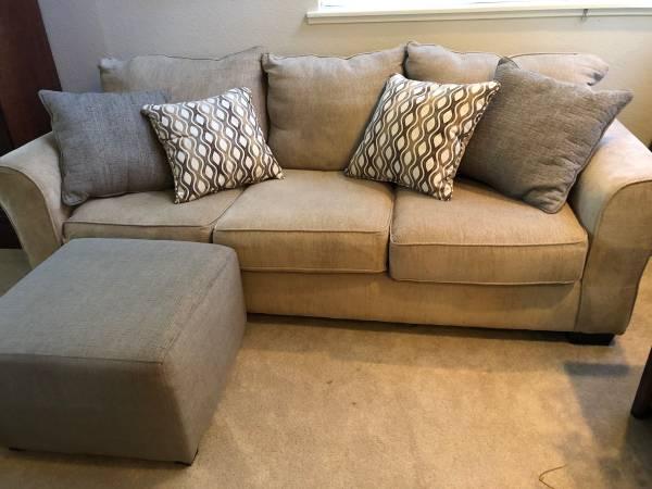 Photo Beige sofa with ottoman - $125 (Camino)
