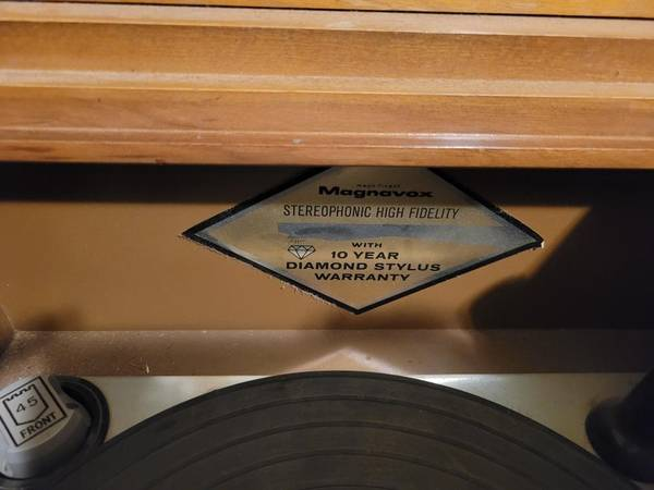 Photo Classic Magnavox Stereo Console - $100 (Rough and Ready)