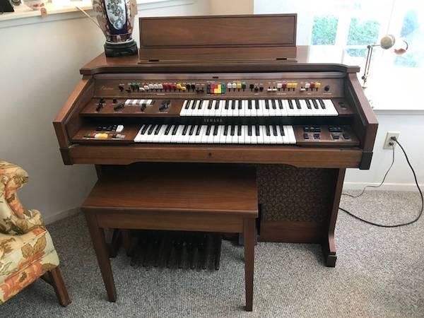 Photo FREE Yamaha Model C-60 Electone Organ (Grass Valley)
