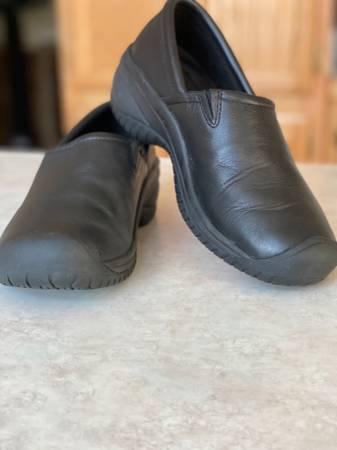 Photo Keen Slip Resistant Slip on Work Shoe Womens Size 7 - $30 (Penn Valley)
