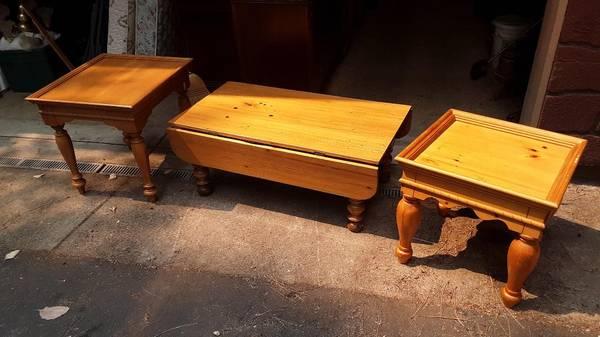 Photo Living Room Furniture - Real Wood - DELIVERED - $70 (ARNOLD)
