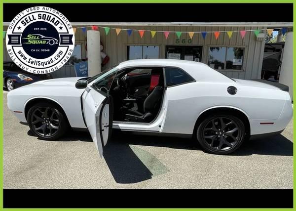 Photo Low Miles 2020 Dodge Challenger SXT Coupe 2D - $31980.00 (Low Miles 2020 Dodge Challenger SXT Coupe)