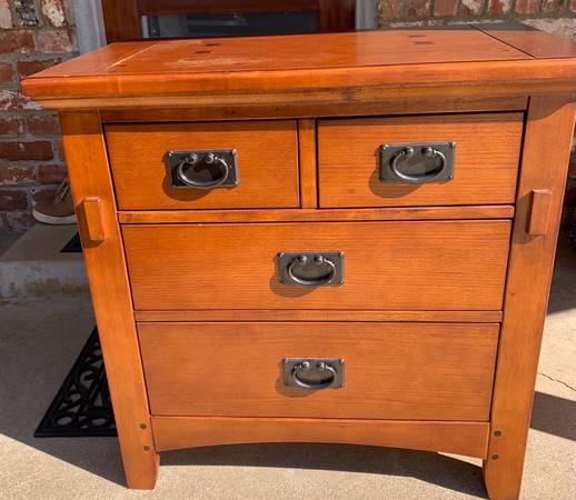 Photo MISSION STYLE NIGHTSTAND - $40 (Placerville)