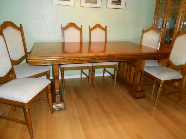 Photo OAK DINING TABLECHAIRSHUTCH - $395 (Valley Springs)