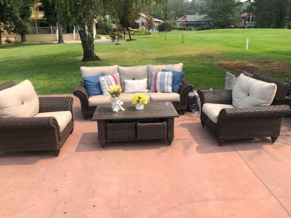 Photo Outdoor patio furniture couch and chairs - $1,150 (Auburn)