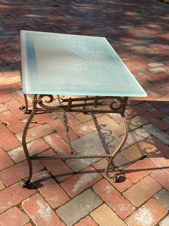 Photo Patio table with glass top - $45 (Mt. Aukum)