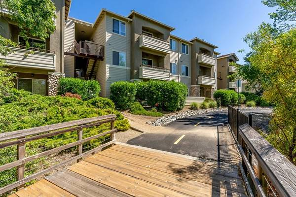 Photo Private room in 3BHK Apartment  Females Only (Folsom, CA) (Folsom)